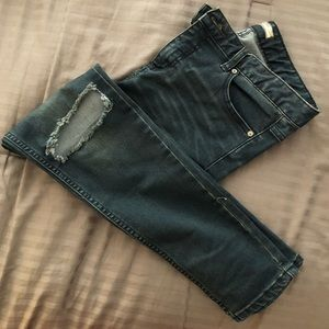 FREE PEOPLE JEANS WITH KNEE CUT OUT